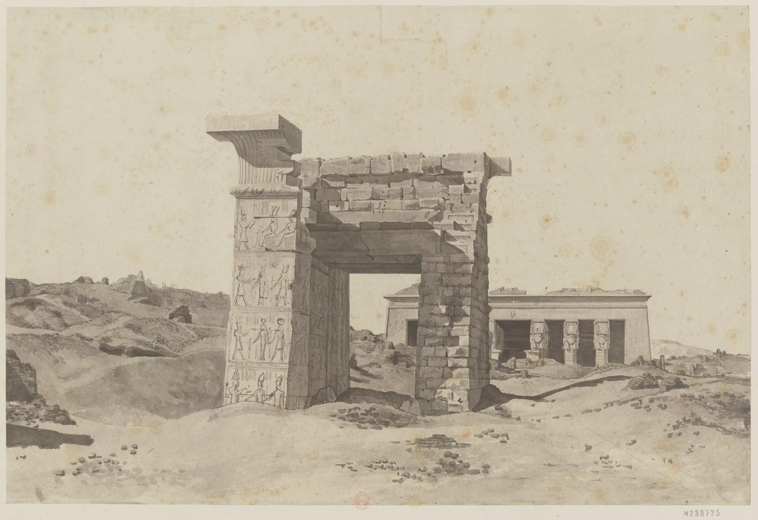Дандара. Вид с северных ворот