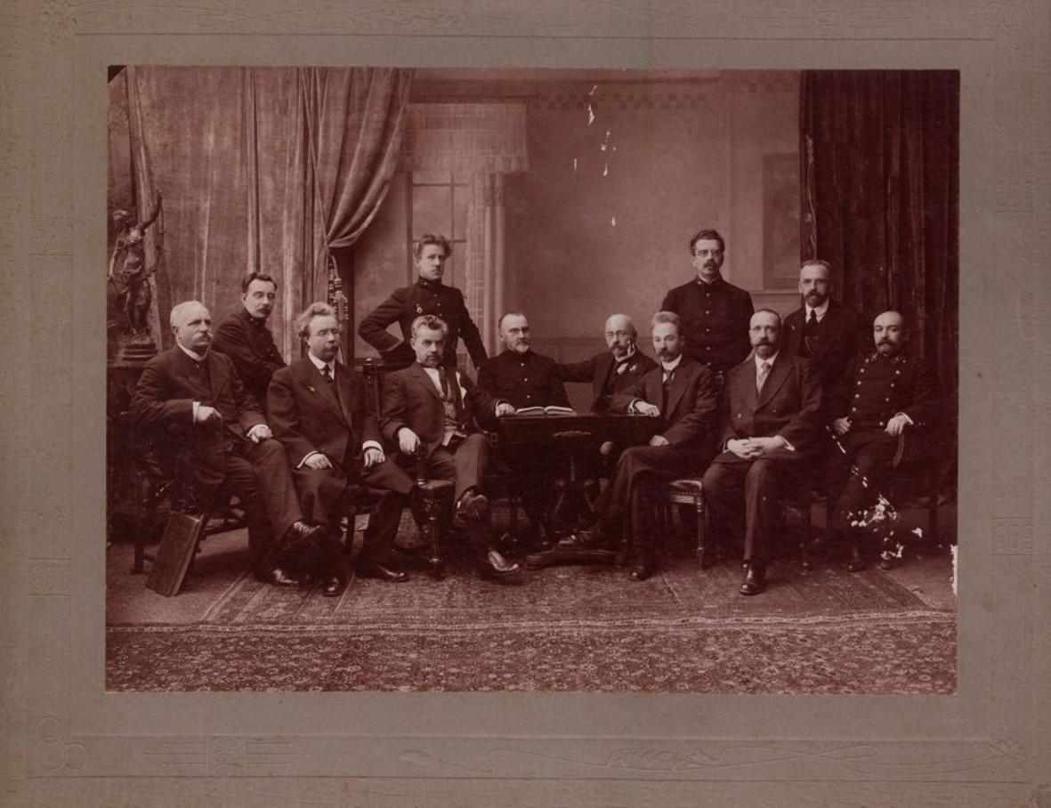 1900. Группа податных инспекторов