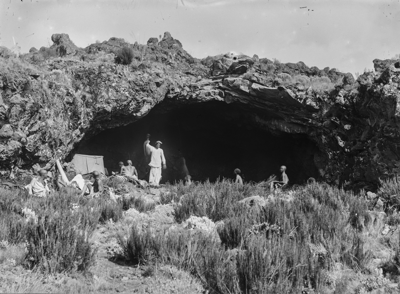 144. Экспедиционный лагерь в так называемой пещере Ганса Мейера
