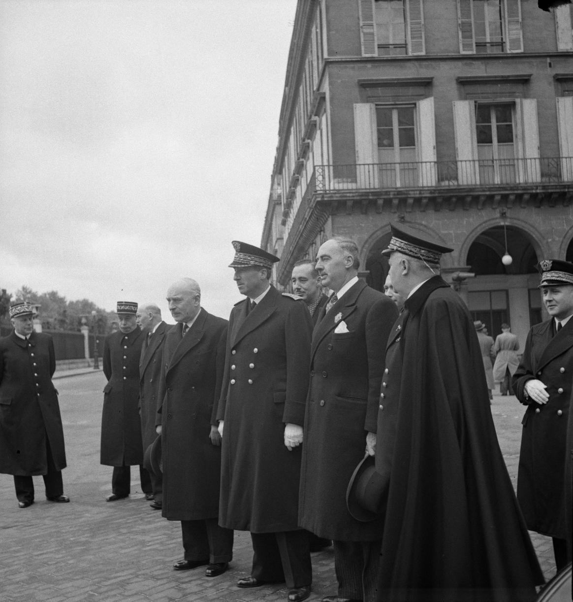 01. 1943. 9 мая. Париж отмечает 514-ю годовщину со дня смерти Жанны д'Арк. Префект полиции Амедео Буссье