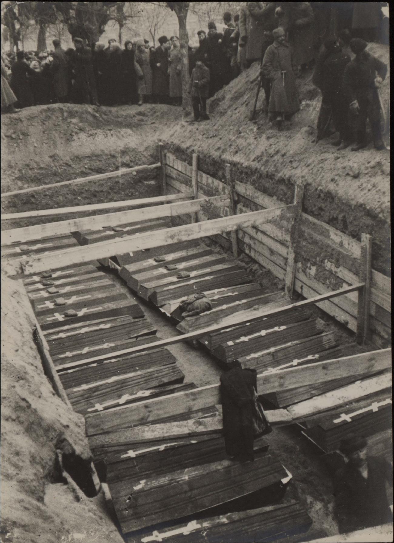 11. Могила большевиков