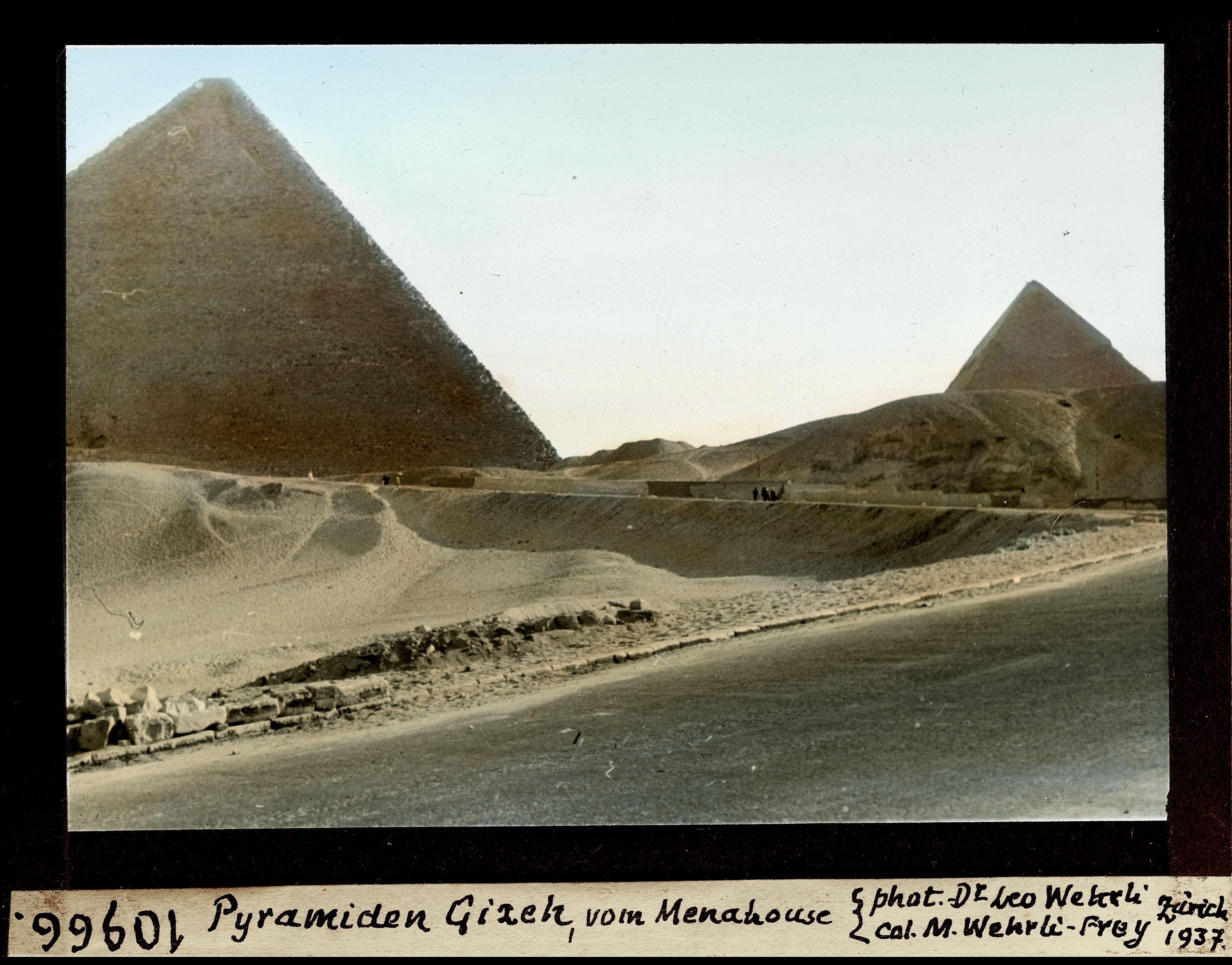 Гиза. Вид на Пирамиды из отеля Mena House