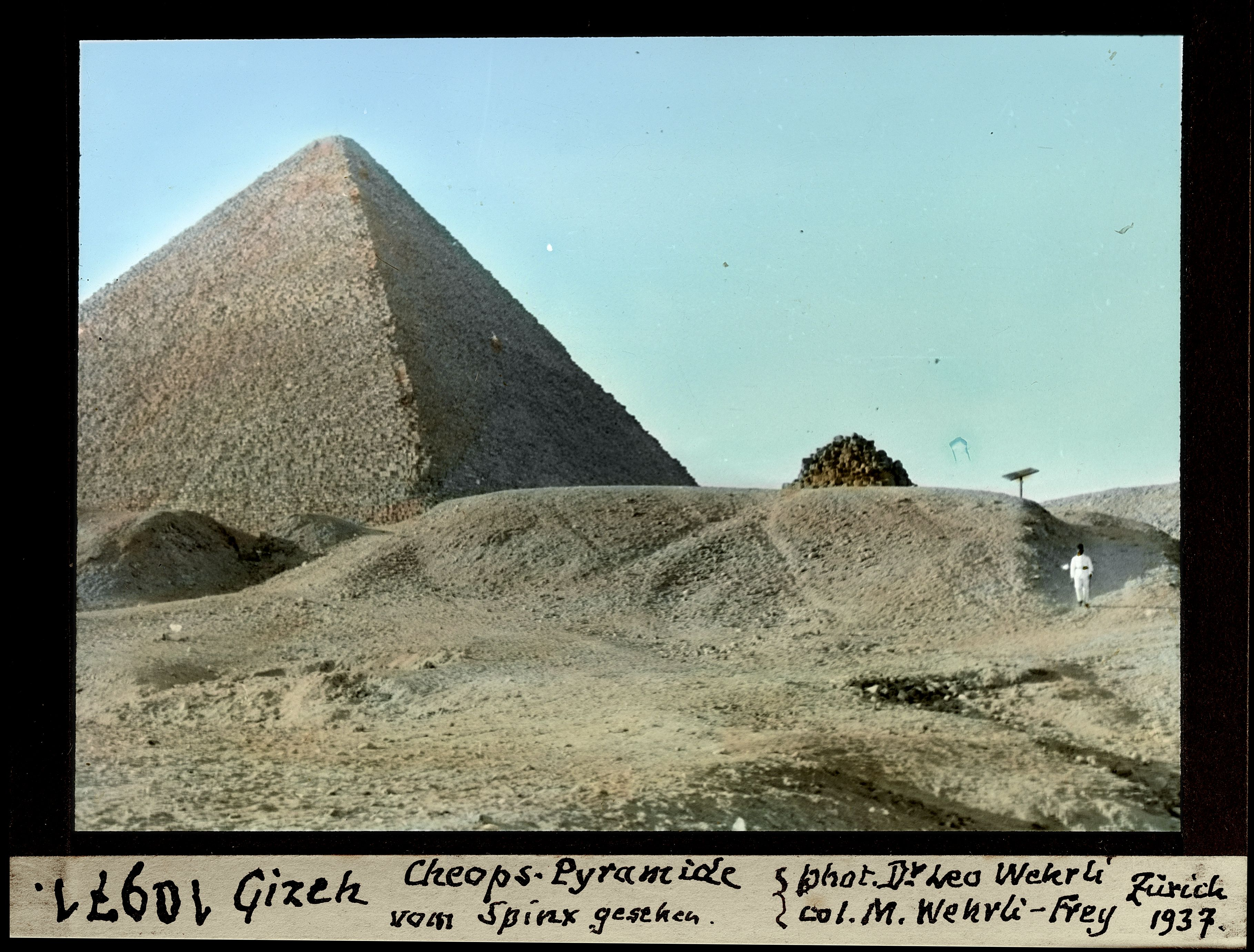 Гиза. Вид на пирамиду Хеопса от Сфинкса
