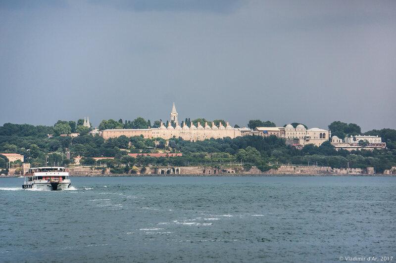 Дворец Топкапы в Стамбуле. Вид со стороны Мраморного моря.