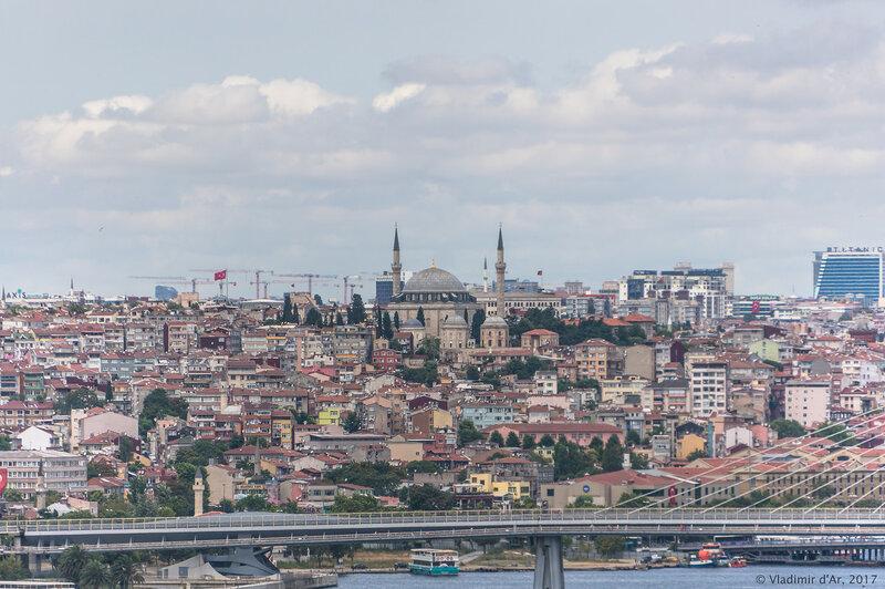 Дворец Топкапы в Стамбуле. Вид на Золотой Рог и Старый Город с террасы султана.