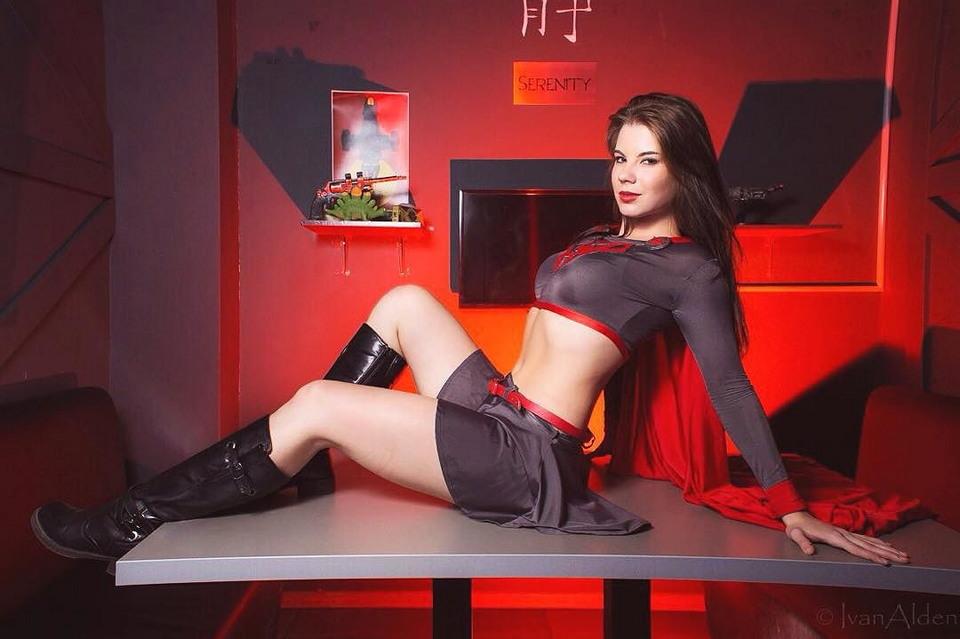 Студентка московского иняза покорила мир косплея своей сексуальностью