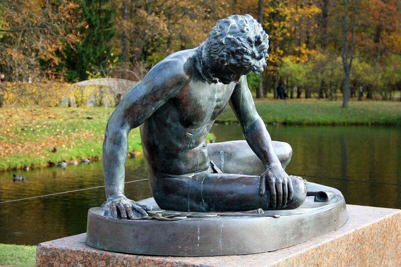 Статуя Умирающий галл. Екатерининский парк. Царское Село