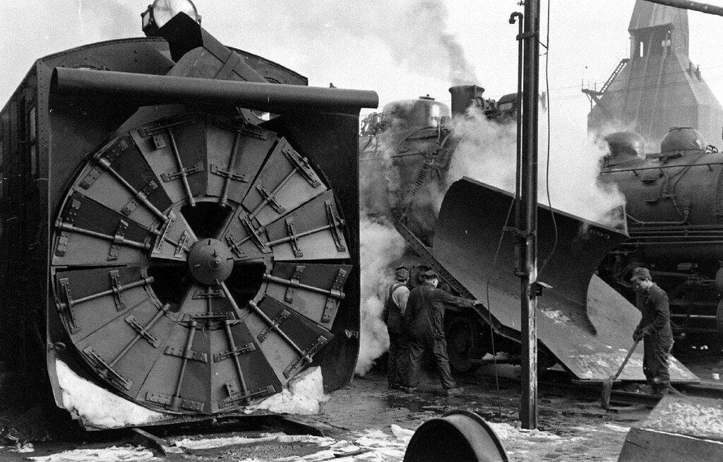 Long Island Railroad - 1948 - George Silk - LIFE