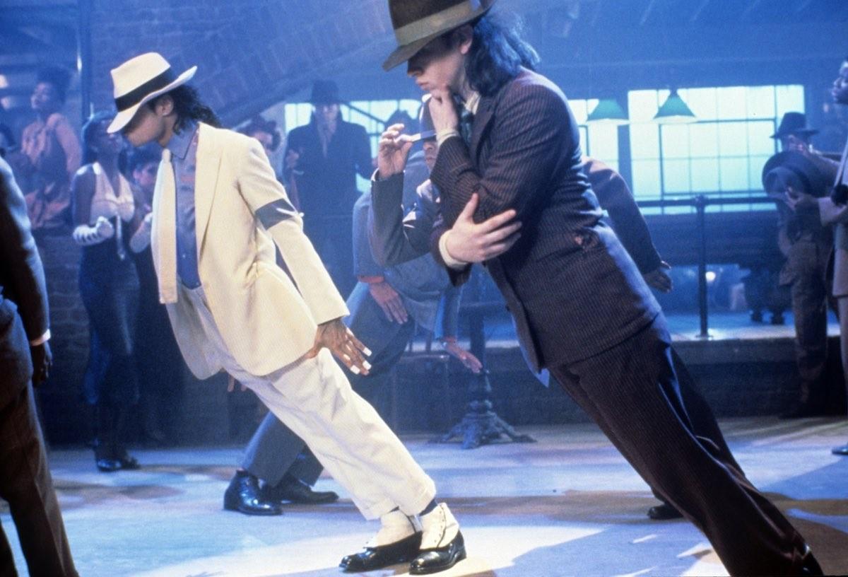 Майкл Джексон исполняет свой фирменный трюк в клипе Smooth Criminal, 1987.