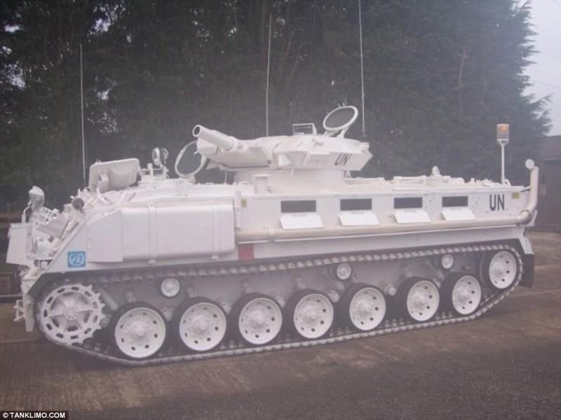 Этот лимузиин можно взять в аренду в Британии: такую услугу предлагает компания Tanks-a-lot. Несмотр