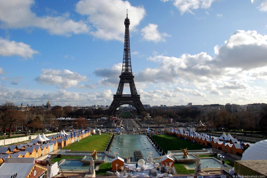1. Трехсотметровая башня вызывала в обществе неоднозначную реакцию. Считалось, что дерзкая металличе