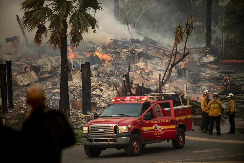 24. Пожары в Охаи, штат Калифорния, 7 декабря 2017. (Фото Noah Berger):