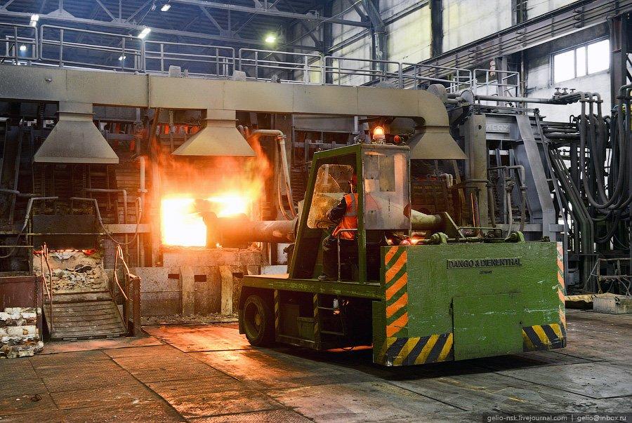 Процесс огневого рафинирования осуществляется в медеплавильном цехе, производительностью 112 тыс. то