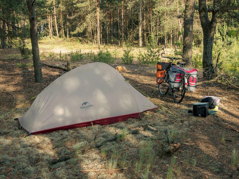 Неподалёку есть уютный лесок, где я не в первый раз ставлю палатку.