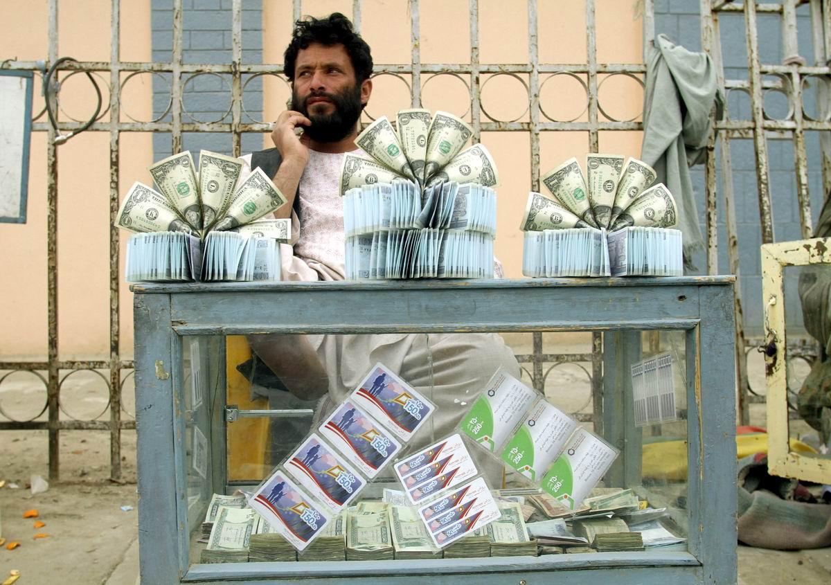 В наших денежных делах главное - красота!: Афганский уличный меняла