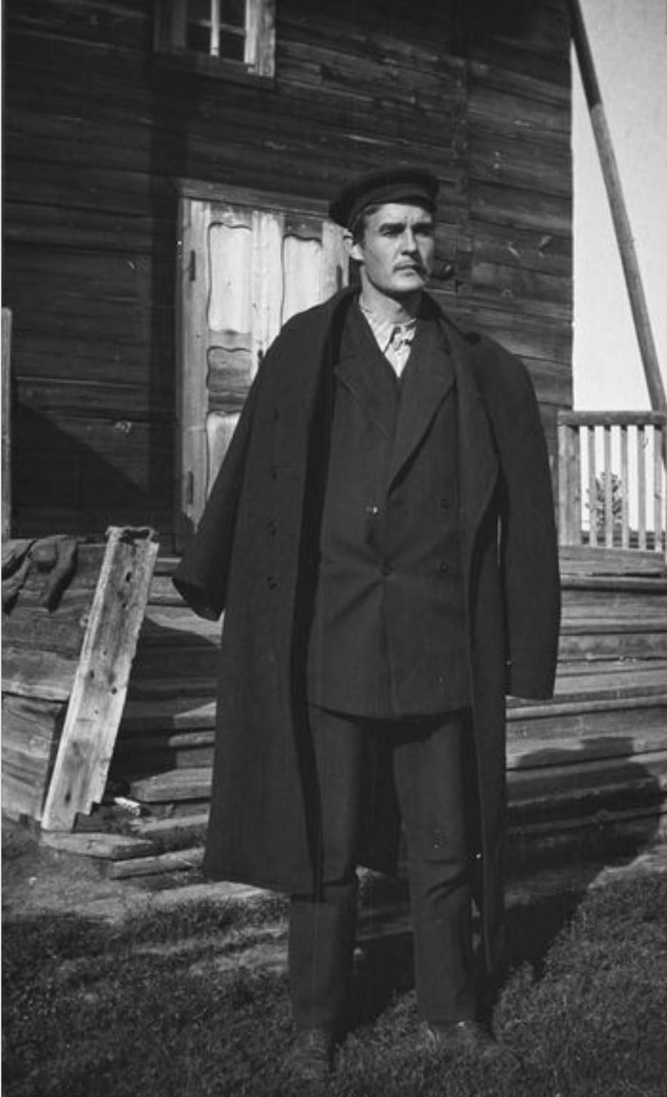 Лингвист и фольклорист Тойво Лехтисало в Нялине