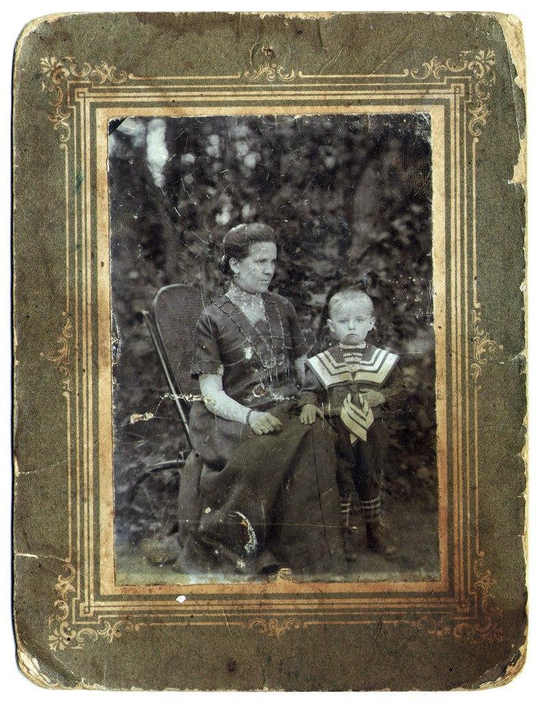 Б.В.Афанасьев с матерью