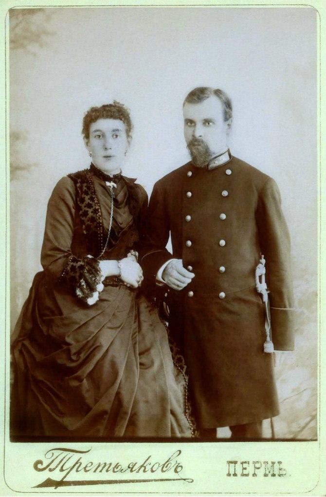 Губернский секретарь с супругой