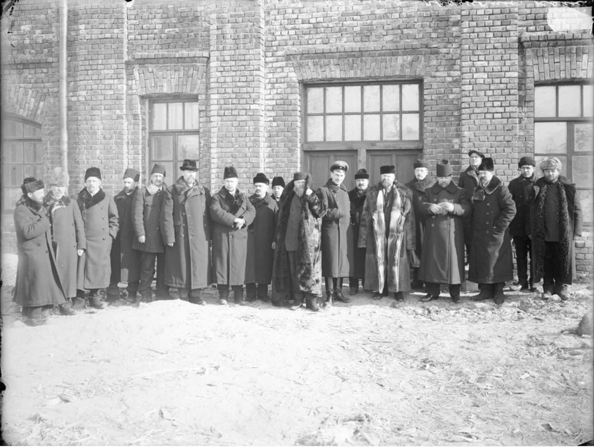Группа военно-промышленного комитета с Д.В. Сироткиным. 1915