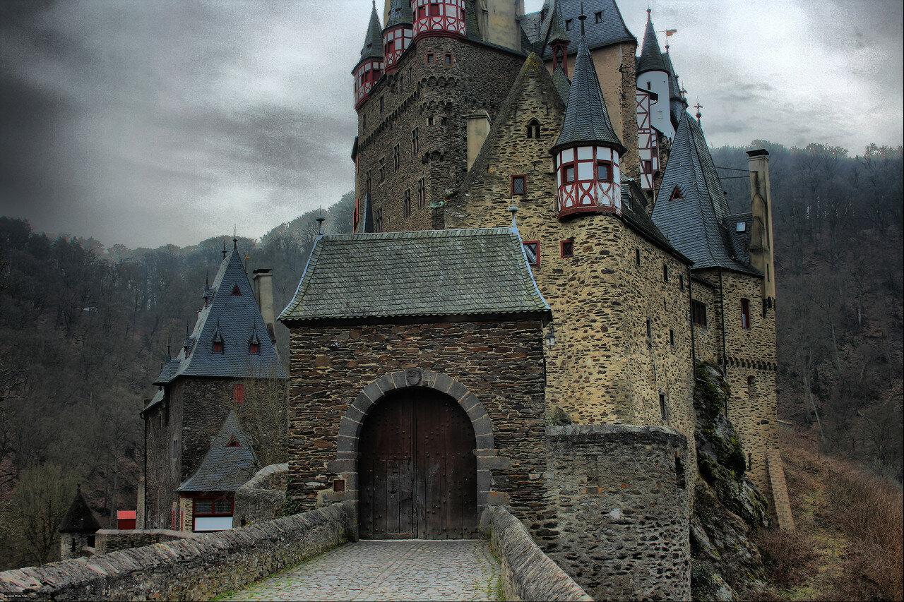 Burg_Eltz_14b.jpg