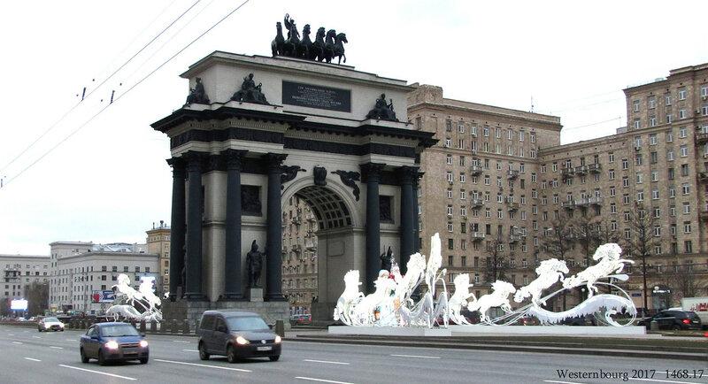 1468.17 Дед Мороз у Триумфальной арки.jpg