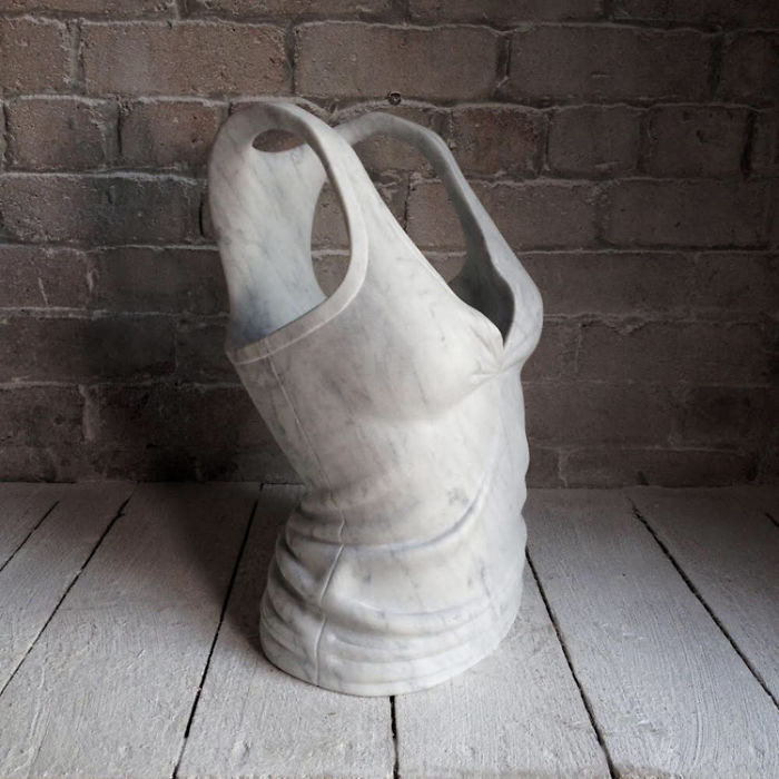 Artist-makes-impressive-sculptures-of-accessories-and-fashionable-clothes-in-marble-5a04f96a47a2c-png__700.jpg
