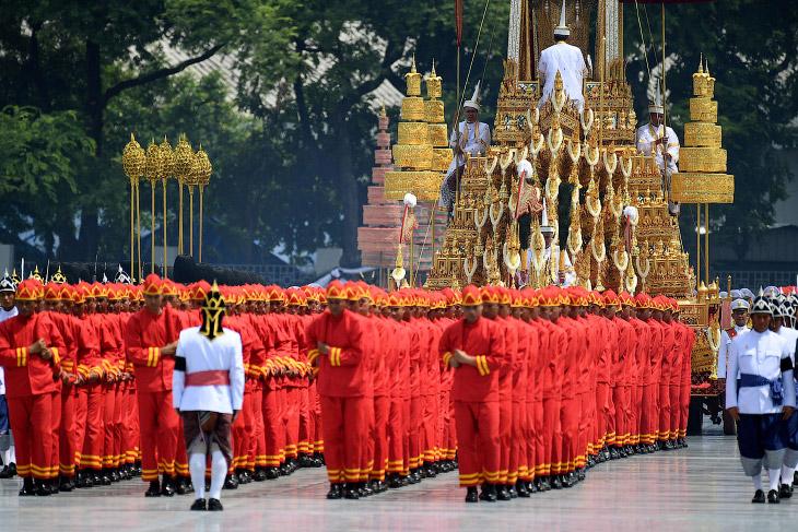 Король Таиланда скончался в возрасте 88 лет 13 октября 2016 года.  Во времена царствования Коро