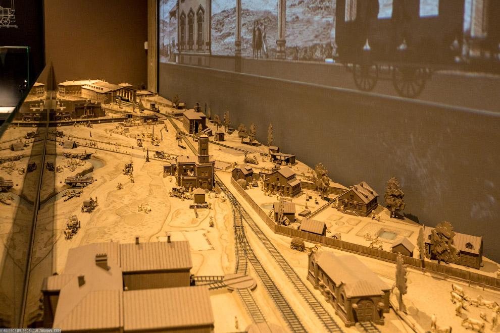 8. Местность, здания, паровозы и фигурки — все проработано вручную и до мельчайших деталей. Правда,