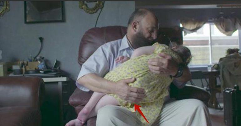 Дети, попадающие к этому мужчине, обречены на смерть (1 фото)