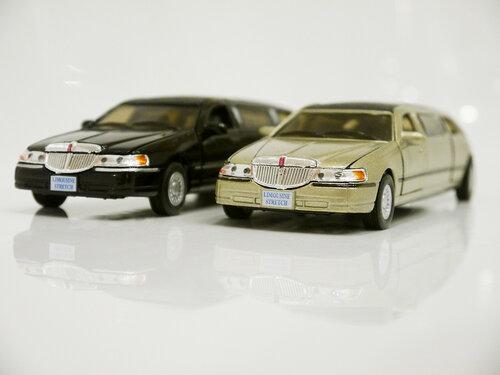 Kinsmart Lincoln Limousine