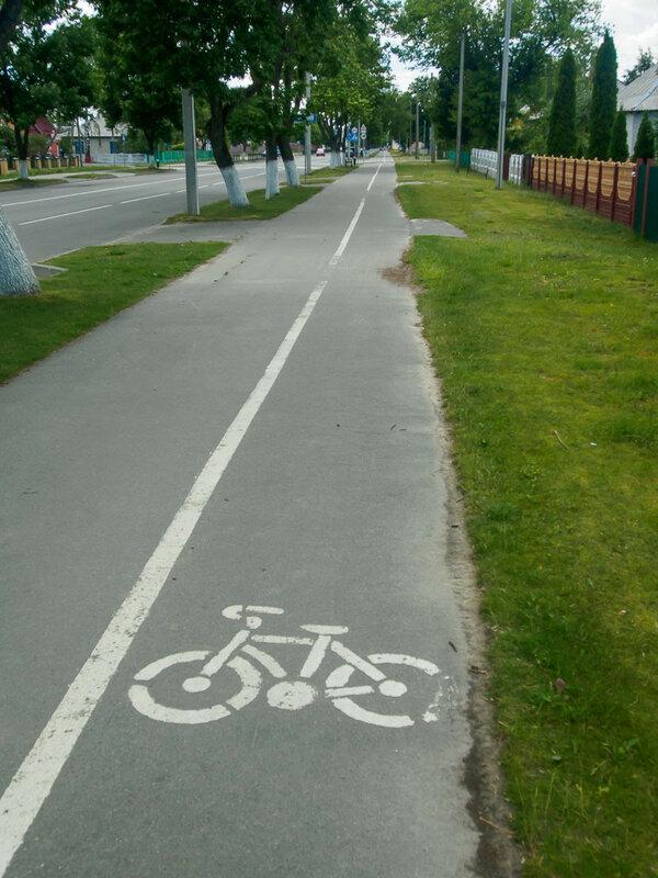 Дрогичин. Здесь тоже есть полоса для велосипедистов.