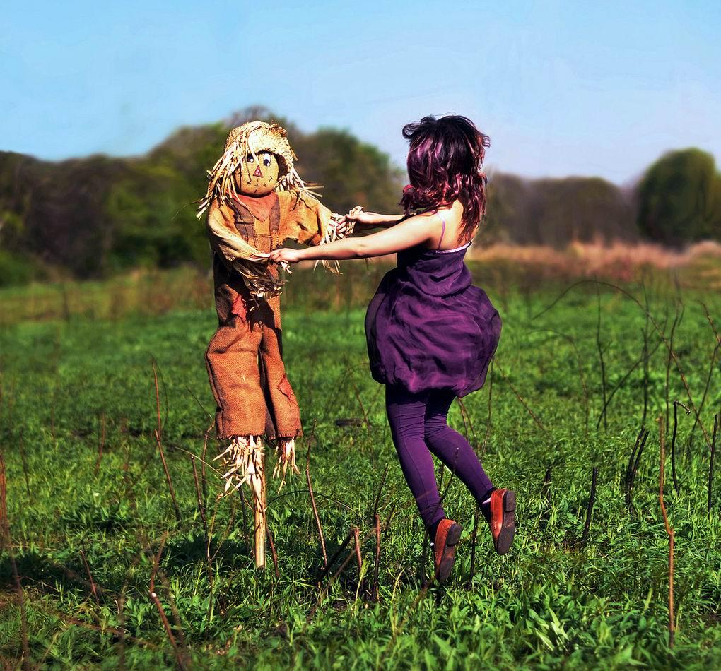 Ну что, давай повеселимся?!: Танец с огородным пугалом