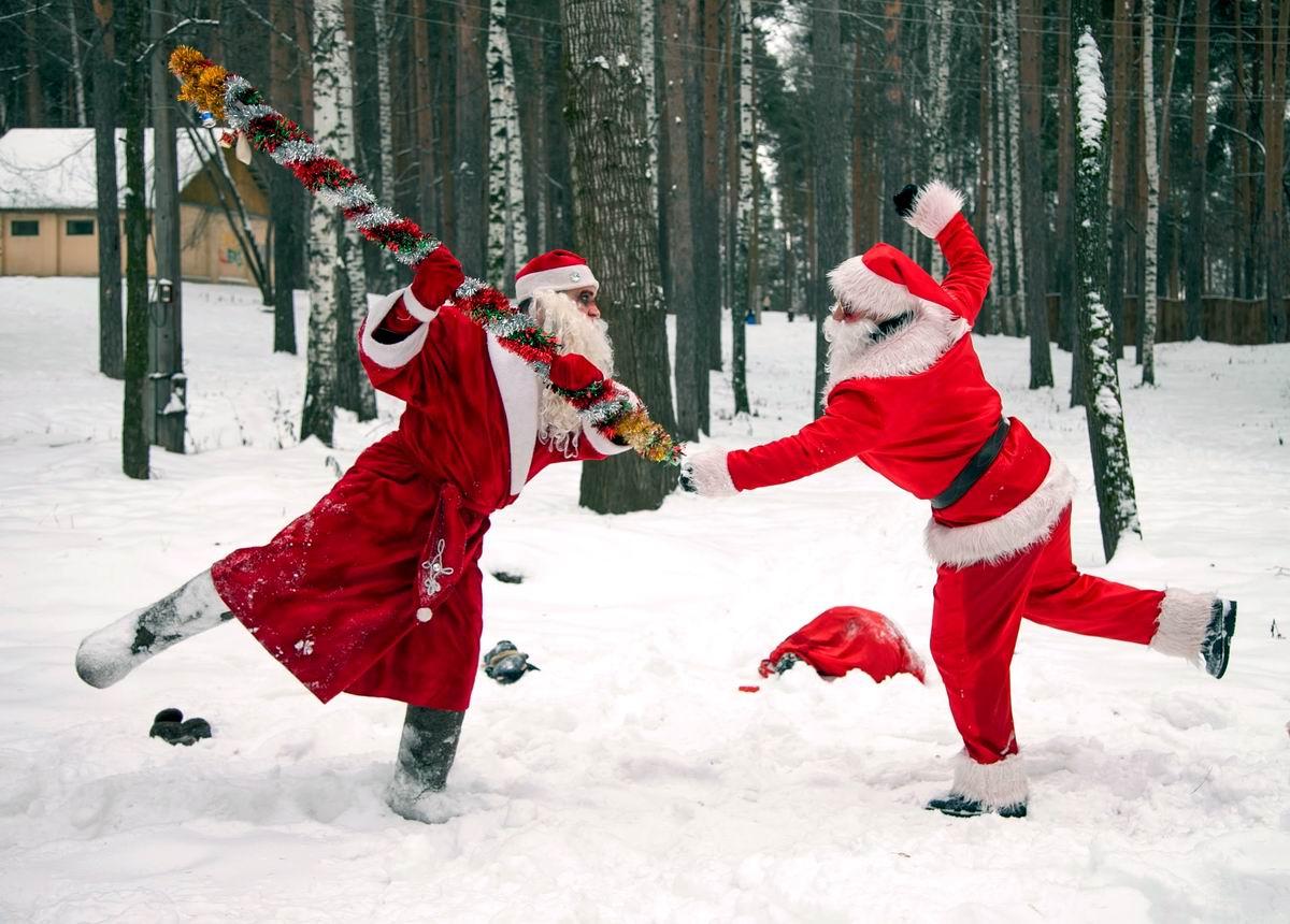 Хорошо повеселились!: Дед Мороз подрался с Сантой