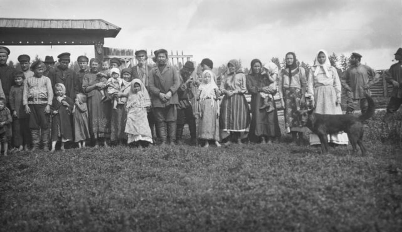 25. Село Угамагово. Групповая фотография татар