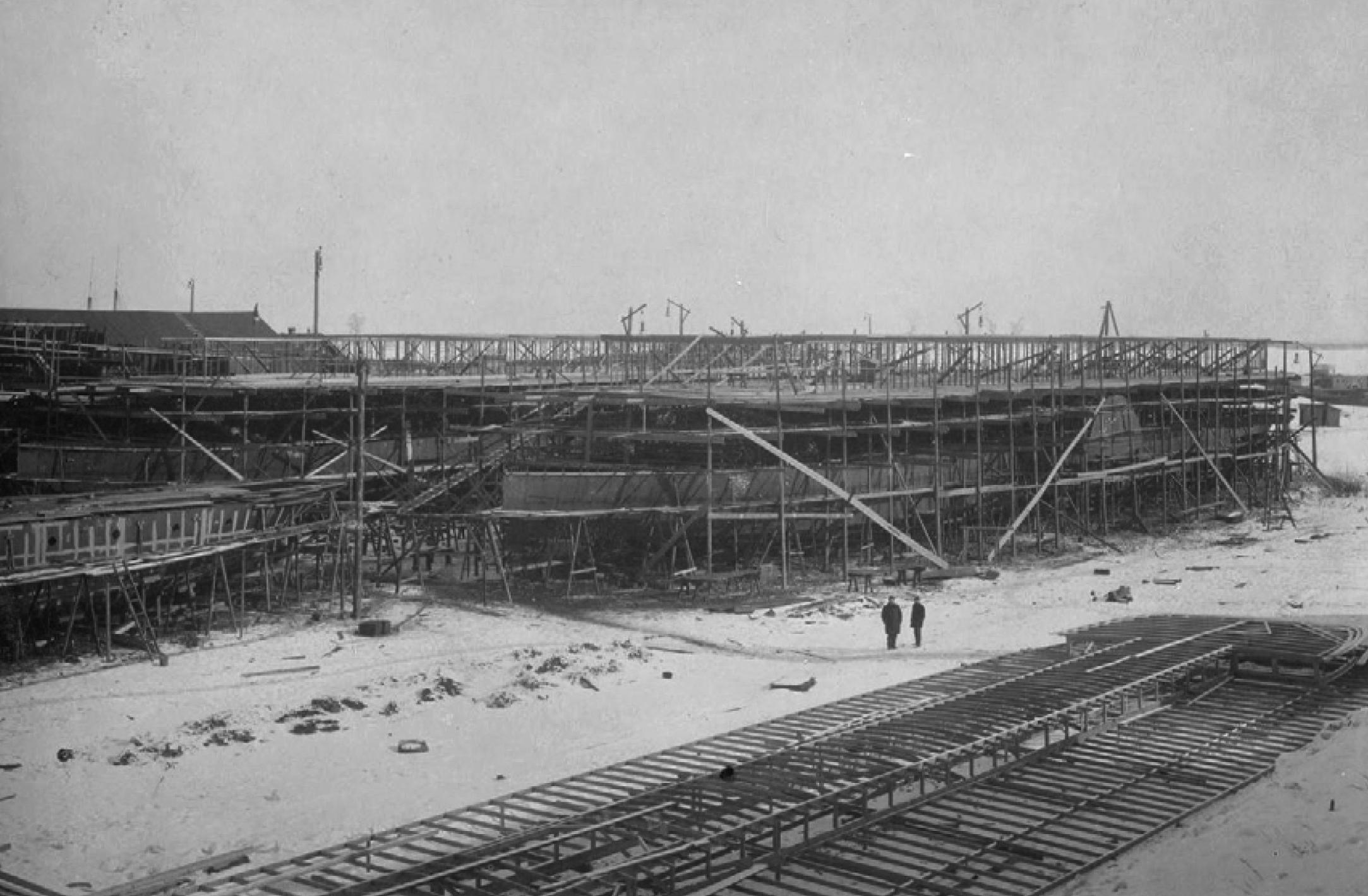 Строящиеся пароходы «Карамзин» и «Ломоносов»