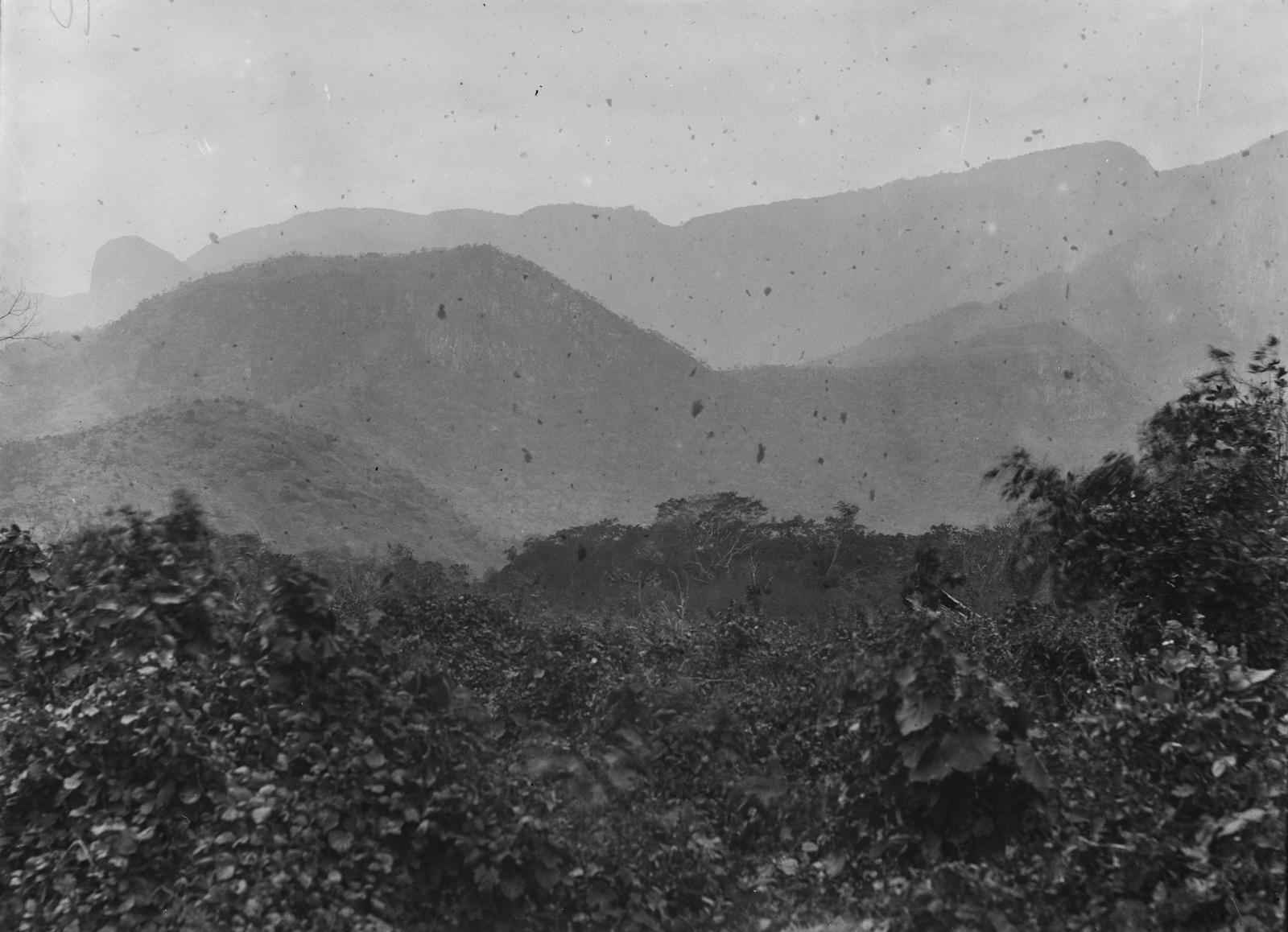 54. Пейзаж на западной стороне гор Усамбара