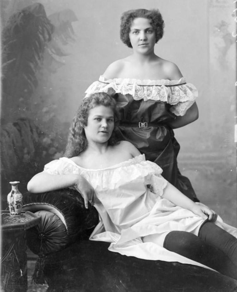 1895-1905. Сестры Густовы - шансонетки Нижегородской ярмарки