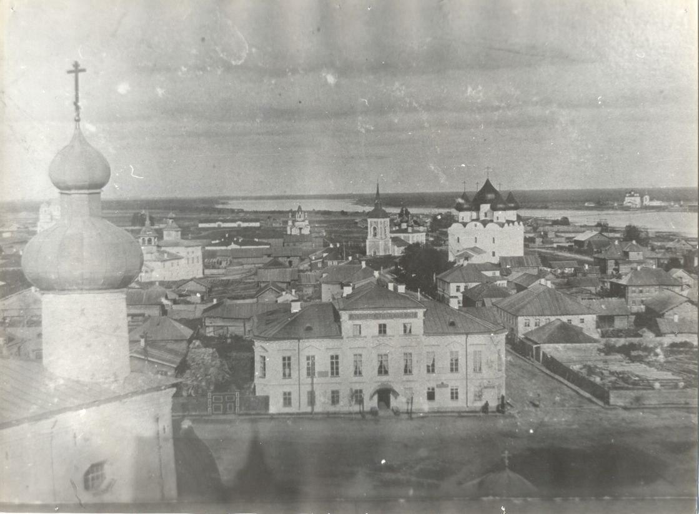 Вид на город с Соборной колокольни