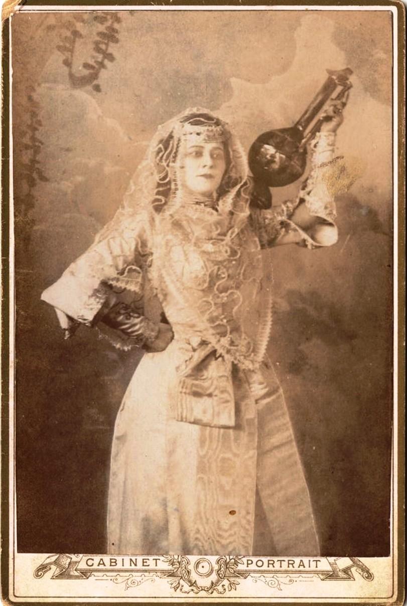 М.Веселовская в восточном костюме. 1900