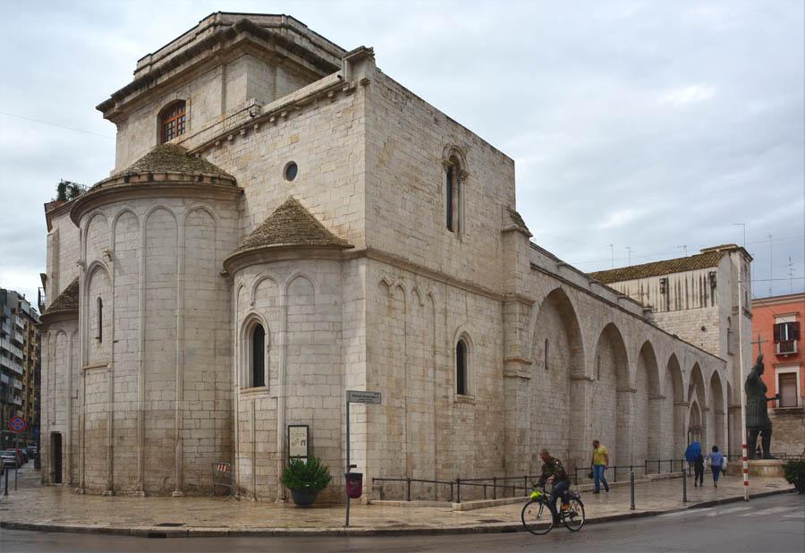 Базилика Сан-Сеполькро, XII в. Барлетта, Апулия