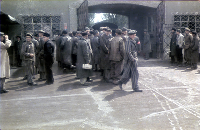Color-Photographs-of-Life-in-The-First-Nazi-Concentration-Camp-1933-11.jpg