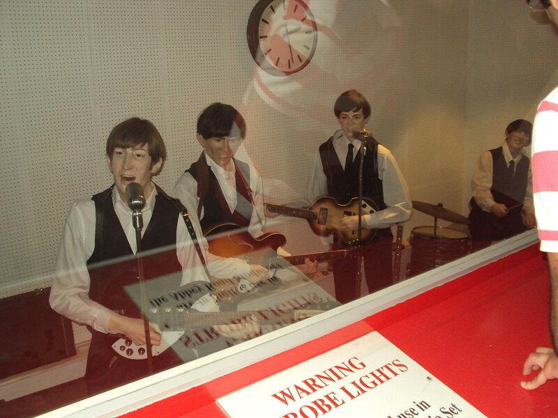 1280px-Восковые_фигуры_участников_The_Beatles.JPG