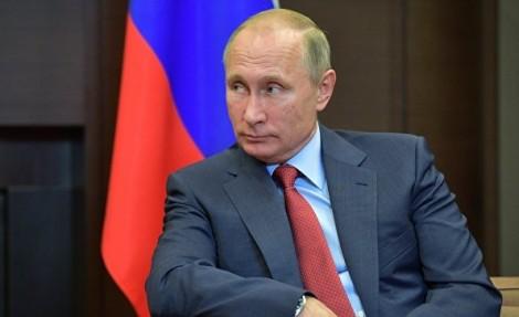 Владимир Путин внес изменения в «майский указ» о демографической политике