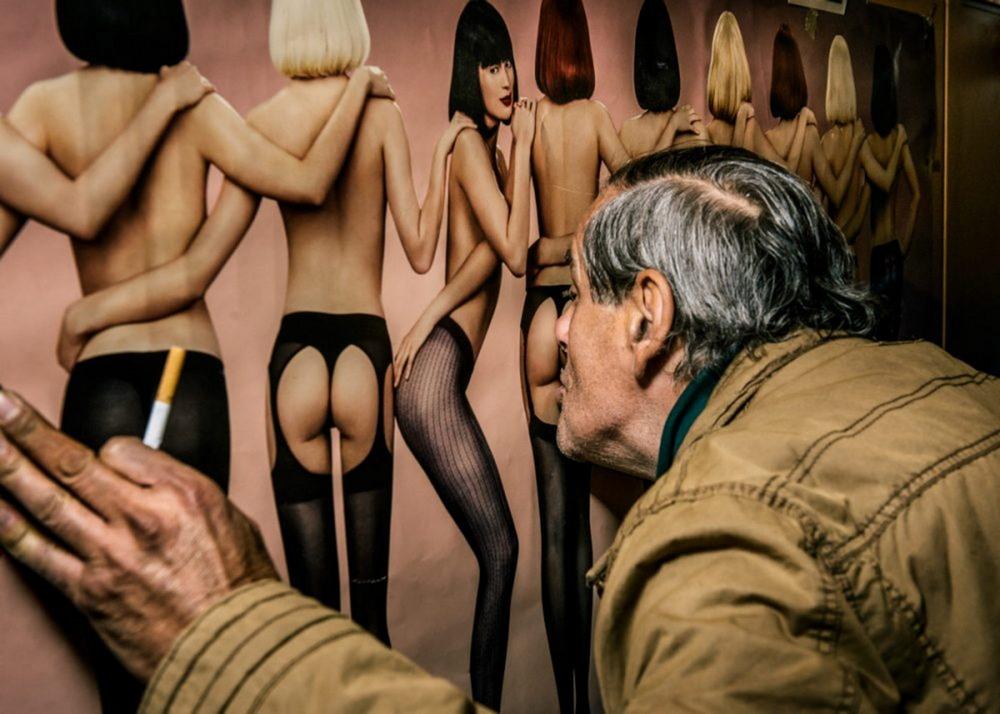 Австрийский фотограф снял посетителей дешевых венских пабов