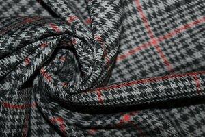 ЛТ936 550руб-м Остаток 1,0м Костюмно-плательная ткань стрейч (вискоза 40%,пэ 57%,эл-н 3%),цвет черно-красно-серый,ткань приятная,пластичная,для платьев,брюк,юбок,жилетов,шорт,шир.1,50м
