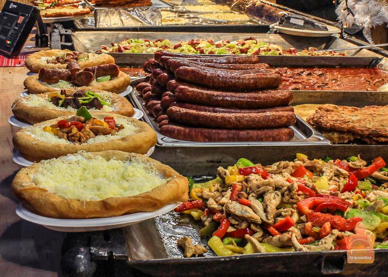 Еда на рождественской ярмарке в Будапеште