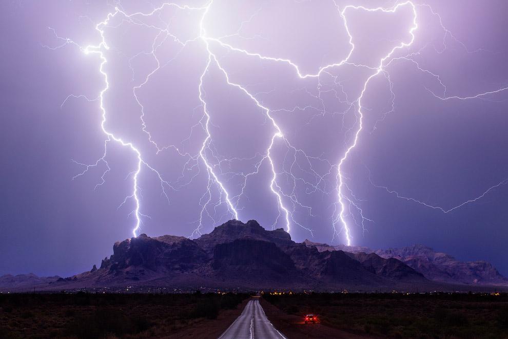 В апреле 1965 года над США одновременно возникли 37 различных по мощности торнадо, высотой до 10 км