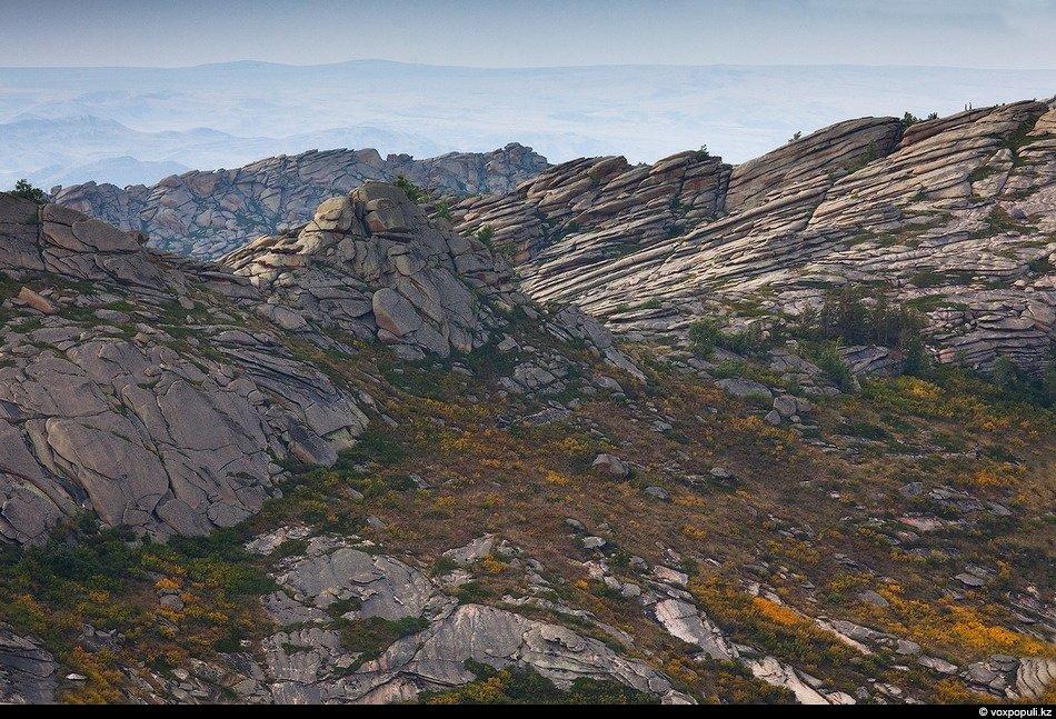 Казахстанский Алтай, озеро Язевое. Отсюда открывается прекрасный вид на  гору Белуху — самую
