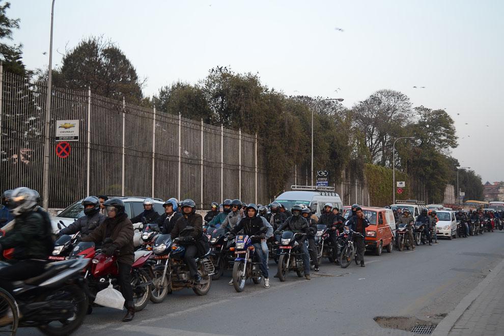 Светофоры в Катманду не работают никогда. В частности, потому, что днем в городе нет электричества.