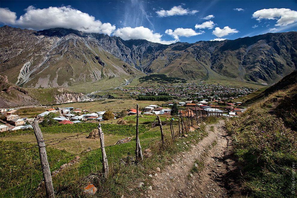 6. Восхождение на гору Казбек мы начали ранним утром с маленького поселка Степанцминда, который нахо